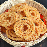 garlic-murukku-for-diwali